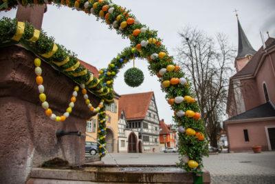 Kirchplatz ⋅ Walzbachtal-Jöhlingen: Osterbrunnen